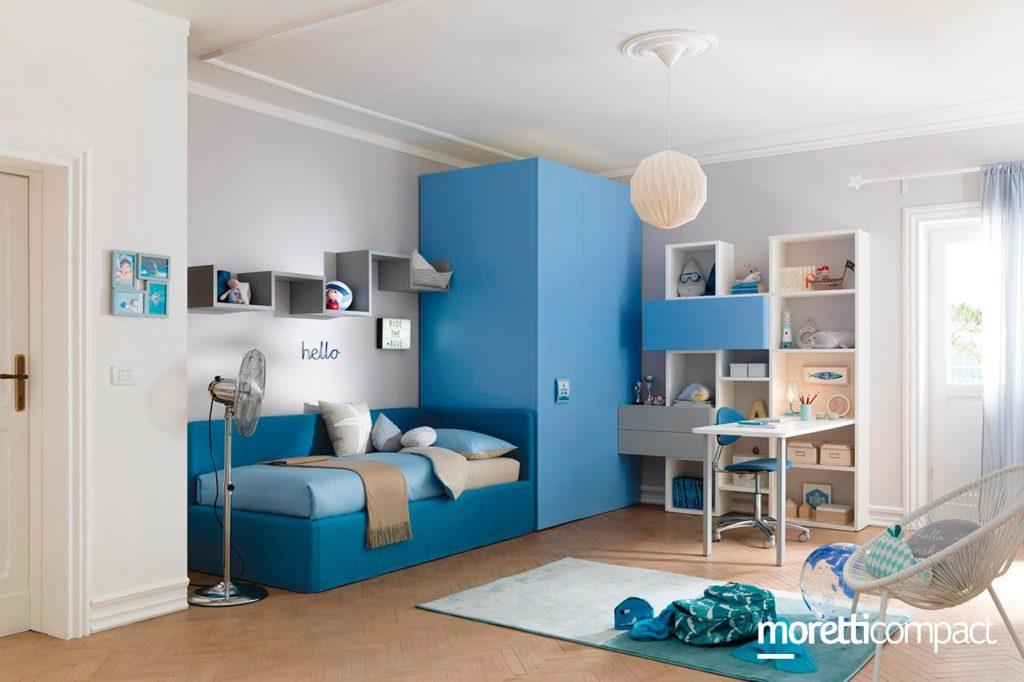 cameretta con un solo letto parete attrezzata